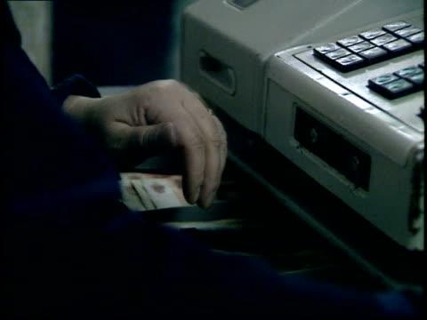 vídeos de stock e filmes b-roll de december 23, 1987 cashier counting money at register of smolensky food market / moscow, russia - rasto de movimento
