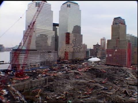 vídeos de stock, filmes e b-roll de december 23 2001 vs ground zero cleanup site workers cranes excavators among rubble - 2001
