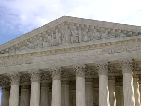december 29 2006 zo 'equal justice under law over western facade of the supreme court building / washington dc united states - architrav stock-videos und b-roll-filmmaterial