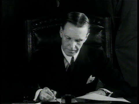 stockvideo's en b-roll-footage met december 6, 1933 montage liquor deliveries begin after acting secretary of state phillips signs bill repealing 18th amendment / washington, d.c.,... - 1933