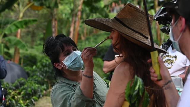 COL: El regreso de los besos a la TV: un culebrón en medio de la pandemia