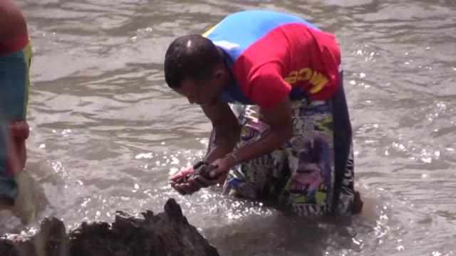 decenas de jovenes se meten a diario al rio guaire de aguas negras en caracas - diario stock videos and b-roll footage