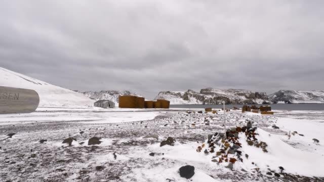 vídeos de stock, filmes e b-roll de deception island abandoned whaling station - estação