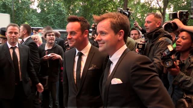 vídeos y material grabado en eventos de stock de declan donnelly at the tv choice awards at dorchester hotel on september 09 2013 in london england - declan donnelly