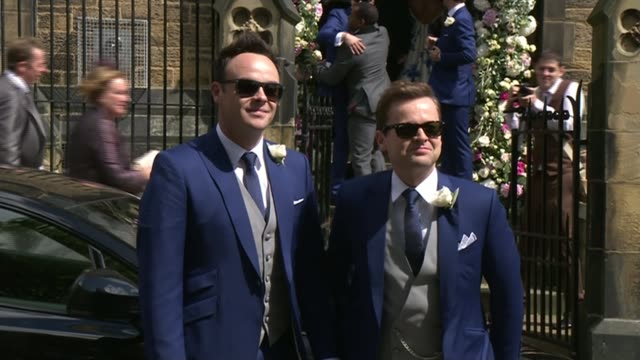 stockvideo's en b-roll-footage met newcastleelswick st martin's church ext declan connelly and wife ali astall pose for photocall and kiss car carrying connelly and his copresenter and... - ant mcpartlin