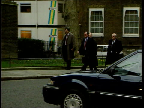 stockvideo's en b-roll-footage met decommissioning talks itn england london downing street ext david trimble mp along to number 10 itn order ref bsp170299021 - david trimble