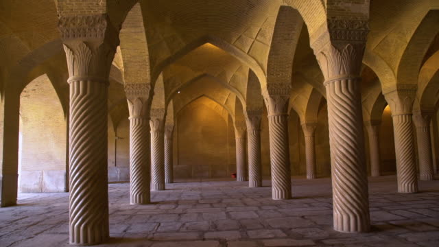 decorated arch's in a  building - moschea video stock e b–roll