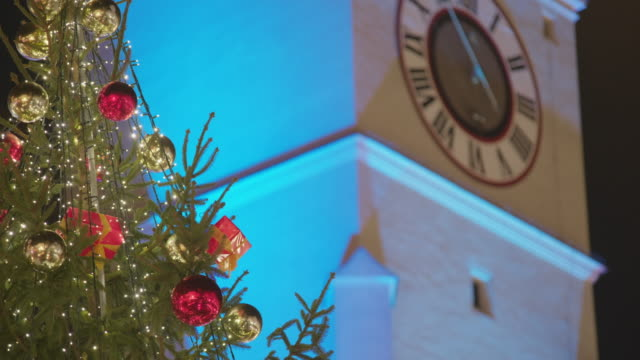 decorated christmas tree on christmas market - regensburg stock videos & royalty-free footage