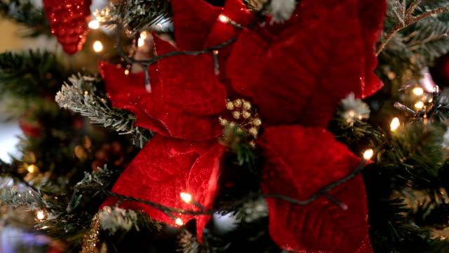 vidéos et rushes de décoré de sapin de noël - décoration de fête