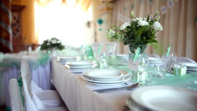 Die Tabelle für ein Hochzeitsessen