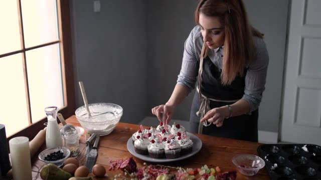 decorating delicious cupcakes - whipped food stock videos and b-roll footage