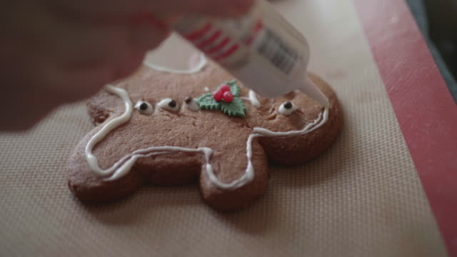 decorating gingerman bread - decoration stock videos & royalty-free footage