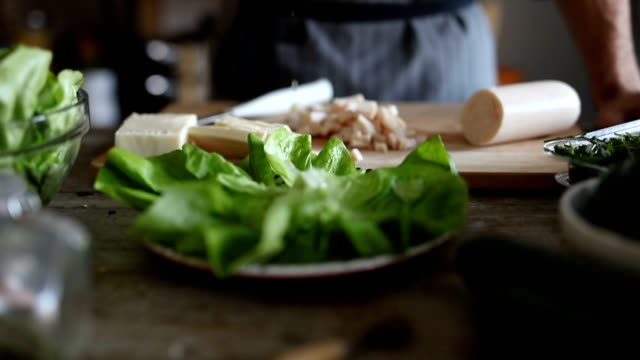 Decorating plate with lettuce leaves