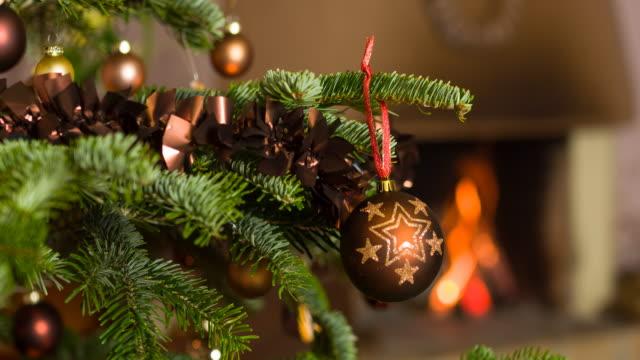 クリスマスツリーの飾り - ティンセル点の映像素材/bロール