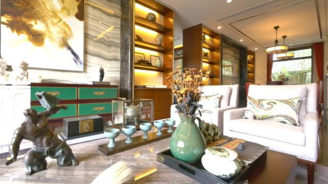 vídeos de stock e filmes b-roll de decoração e mobiliário na moderna sala de 4 k - objeto decorativo