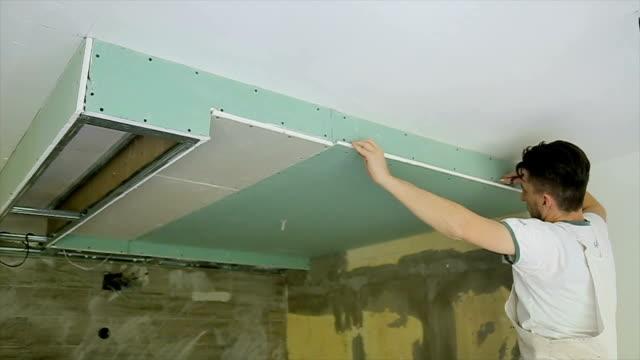 vidéos et rushes de décoration maison avec des plaques de plâtre - installer