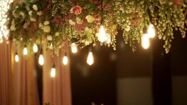 illuminazione decorativa alla cena - electric lamp video stock e b–roll