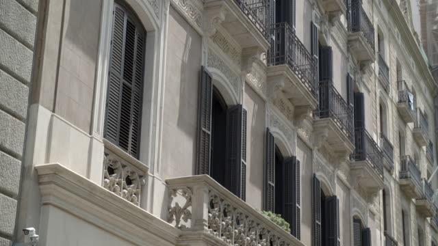 vídeos y material grabado en eventos de stock de decorative stone balconies / barcelona - balcón