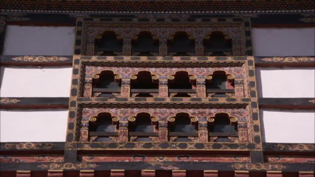 vídeos de stock, filmes e b-roll de decorative wooden panels frame the windows of the national library of thimpu. available in hd - armação de janela