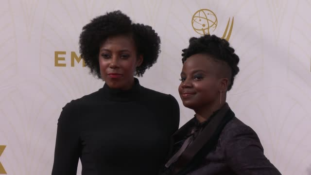 vídeos de stock e filmes b-roll de dee rees and sarah broom at the 67th annual primetime emmy awards at microsoft theater on september 20, 2015 in los angeles, california. - microsoft theater los angeles