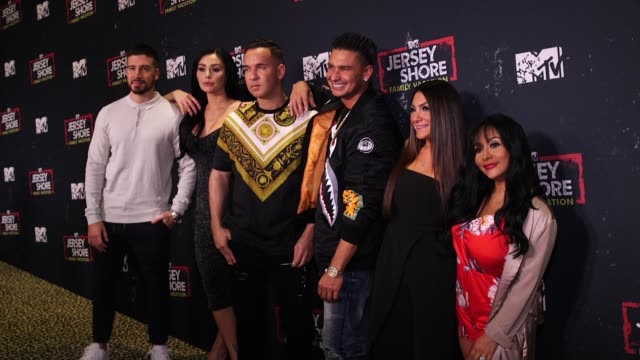 "deena nicole cortese paul ""pauly d"" delvecchio"" jenni ""jwoww"" farley vinny guadagnino nicole ""snooki"" polizzi and mike ""the situation"" sorrentino at... - reality fernsehen stock-videos und b-roll-filmmaterial"