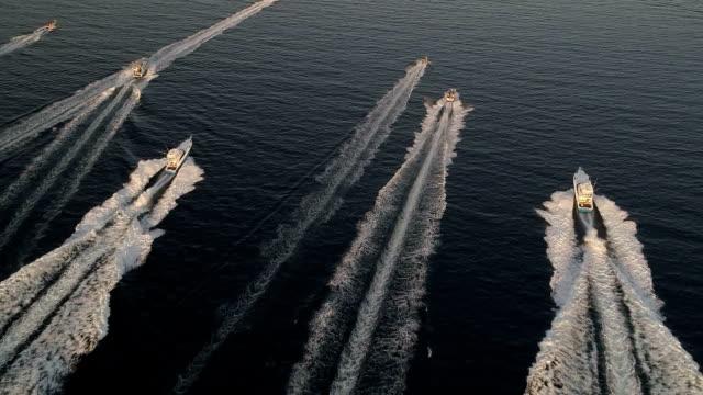 深海スポーツ漁船レース - モーターボート点の映像素材/bロール