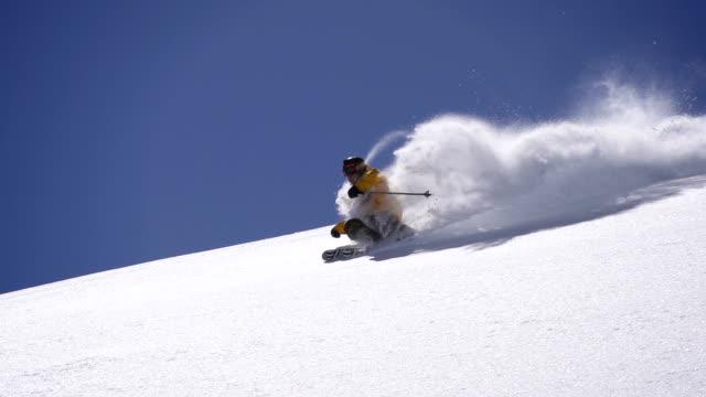 deep schnee skifahren - freistil skifahren stock-videos und b-roll-filmmaterial
