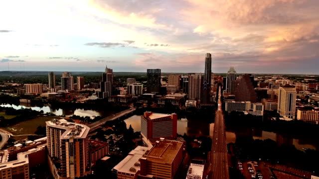 Diepe zonsondergang Over Austin South Congres kant Pan