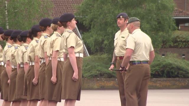 vídeos y material grabado en eventos de stock de deepcut barracks women soldiers training and on parade female soldiers marching on parade ground - desfile militar