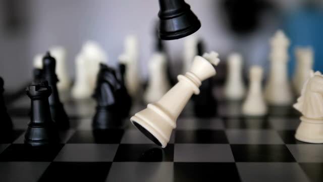 vidéos et rushes de défaite au ralenti -- joueur d'échecs - échec