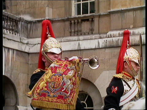 force cuts cc4n england london horseguards parade ms mounted line of cavalry towards cms one blowing trumpet ms line of cavalrymen bv ditto mod ms... - parlamentsmitglied stock-videos und b-roll-filmmaterial