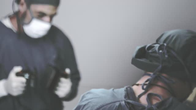 除細動器 , 危機の人々 - 直腸点の映像素材/bロール
