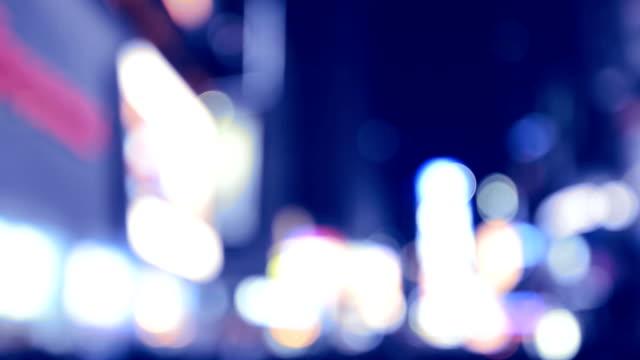sfocatura di luci di times square di new york - manhattan video stock e b–roll