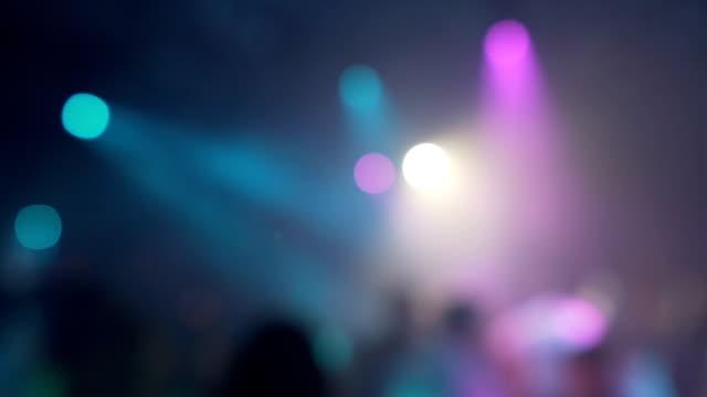 stockvideo's en b-roll-footage met defocus partij lichten in nachtclub - abstracte achtergrond - luxe hotel