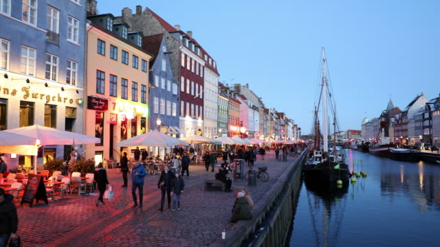 vídeos de stock, filmes e b-roll de 4k defocus tiro de copenhaga nyhavn novo porto da dinamarca, formato de 3840 x 2160 uhd - copenhague