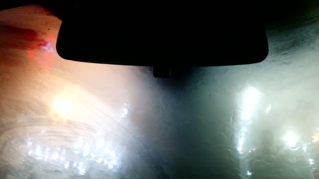 vidéos et rushes de defocused car lights, raindrops and condensation on car windscreen during rain at night. - intérieur de véhicule