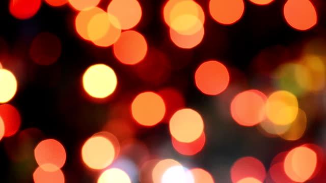 vídeos de stock, filmes e b-roll de defocused natal luz vermelha - foco determinação