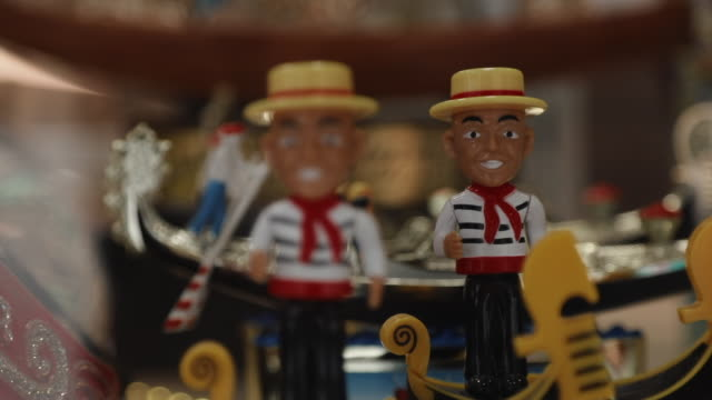 stockvideo's en b-roll-footage met defocused handheld shot showing crafted toys for sale, venice, italy - italian culture