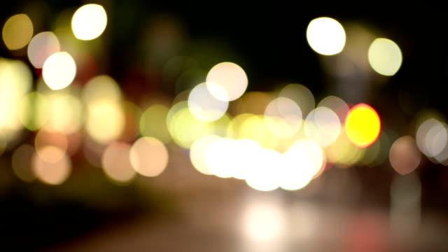 Unscharf der hektischen Verkehr in der Nacht