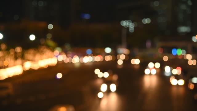 stockvideo's en b-roll-footage met hd: intreepupil van straat licht in bangkok - hd format