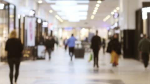 vídeos y material grabado en eventos de stock de fondo del centro comercial desenfocado - sweden