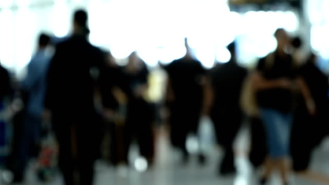 defocused shot of mildly crowded airport - luoghi geografici video stock e b–roll