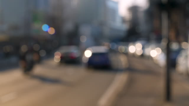 defocused shot of traffic travelling along the marylebone flyover in central london. - メリルボーン点の映像素材/bロール