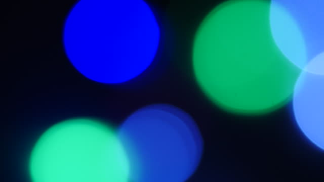 stockvideo's en b-roll-footage met defocused shot on blue, green and white fairy lights. - stippen