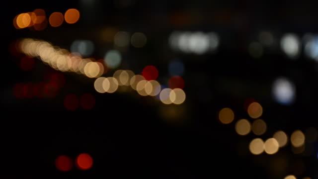 vídeos de stock e filmes b-roll de desfocado luzes de tráfego - movimento perpétuo
