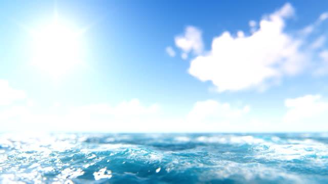 vídeos y material grabado en eventos de stock de desenfocado mar y el cielo azul con el sol - diez segundos o más