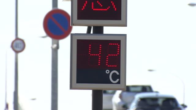 42 degree celsius flashing on digital displays, niigata, japan - record breaking stock videos & royalty-free footage