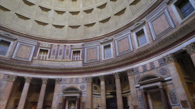360 degree pan around the inside of the pantheon in rome, italy - 内部点の映像素材/bロール