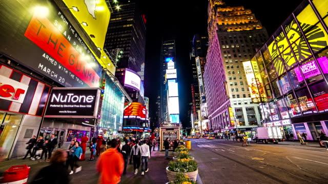 360 grados de pan en Times Square en Nueva York en la noche