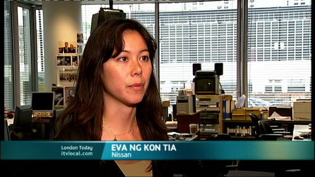 360 degree rotating car exhibited at science museum england int eva ng kon tia interview sot - itv london lunchtime news stock-videos und b-roll-filmmaterial